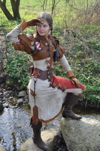Sophie Vetter as Melina, a Reikland (Warhammer) bandit , used-look costume with handmade leather details by Reikmetall
